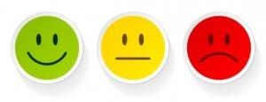 Drei Smileys in unterschiedlichen Farben und Ausdrücken