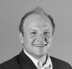 Schwarz/ Weiß Portrait von einem Mann im Anzug