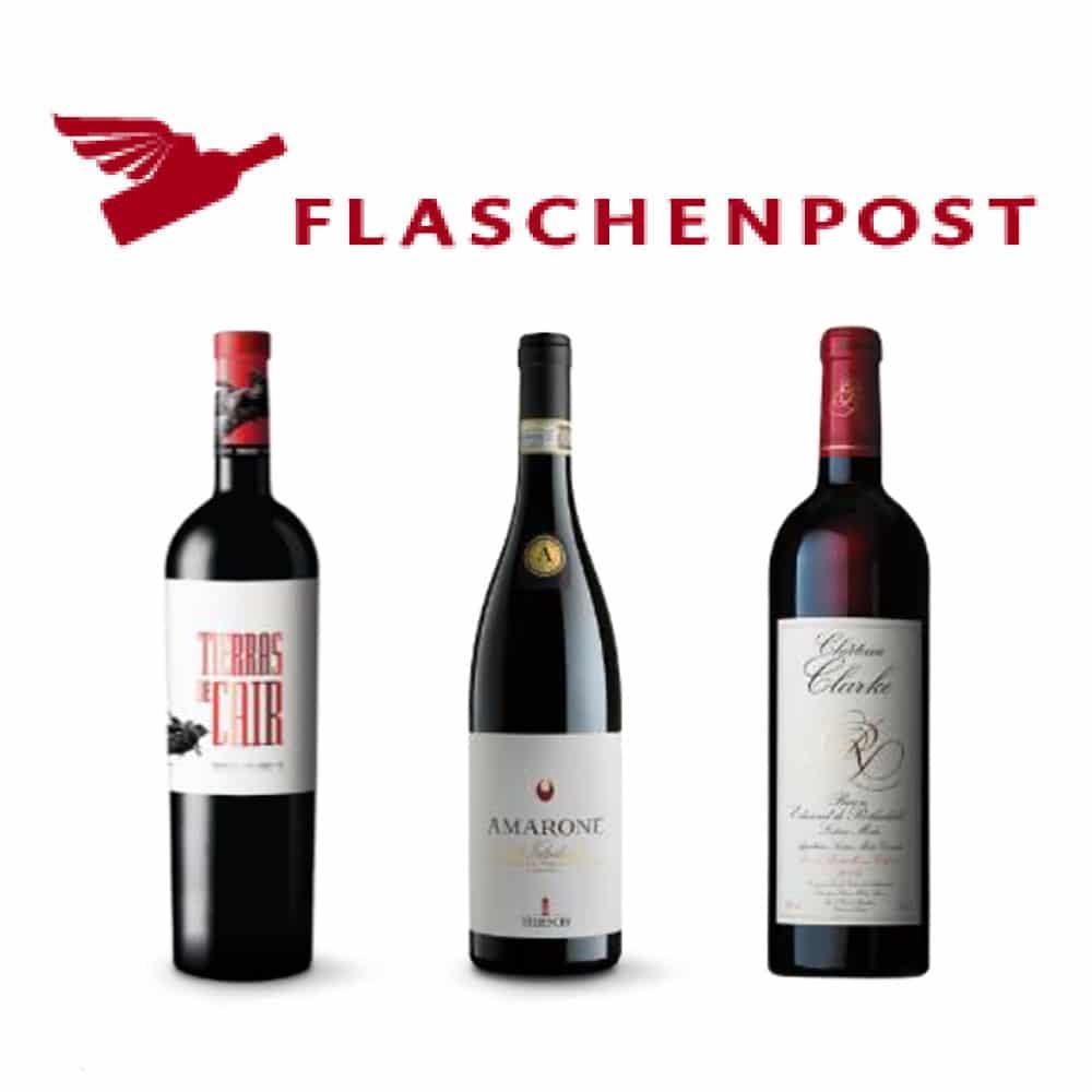 Drei Weinflaschen nebeneinander aufgestellt